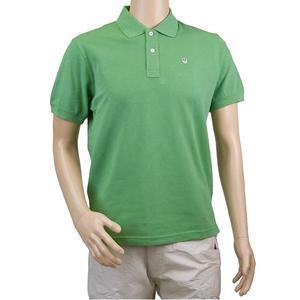 Shortsleeved t-shirt.